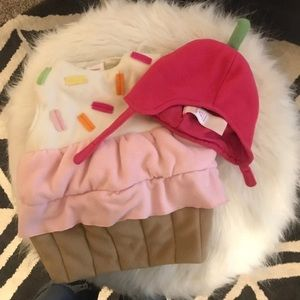 Old Navy 0-6 month Halloween cupcake costume